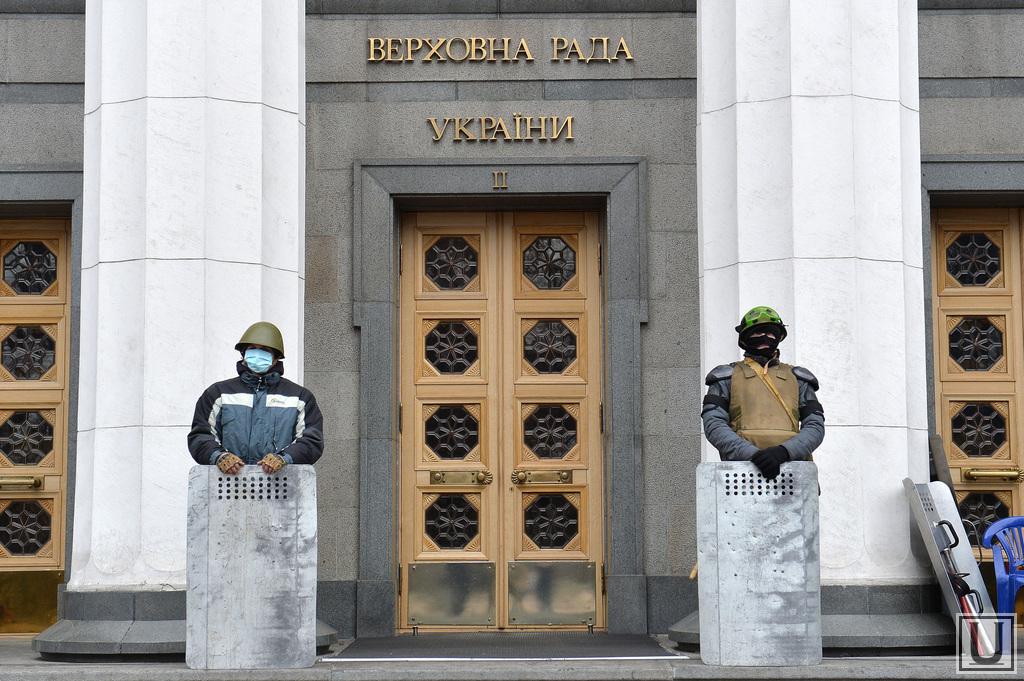 27532_Verhovnaya_Rada_v_rukah_oppozitsii_Maydan_Kiev_Ukraina_revolyutsiya_verhovnaya_rada_1393254285_original