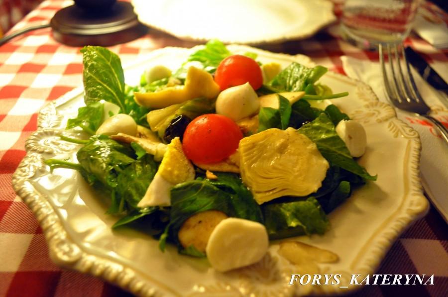 салат в итальянском ресторанчике на Dubai Marina