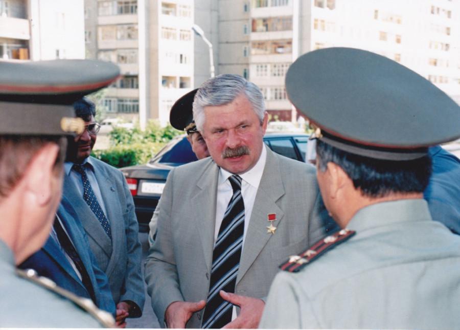 Руцкой среди офицеров