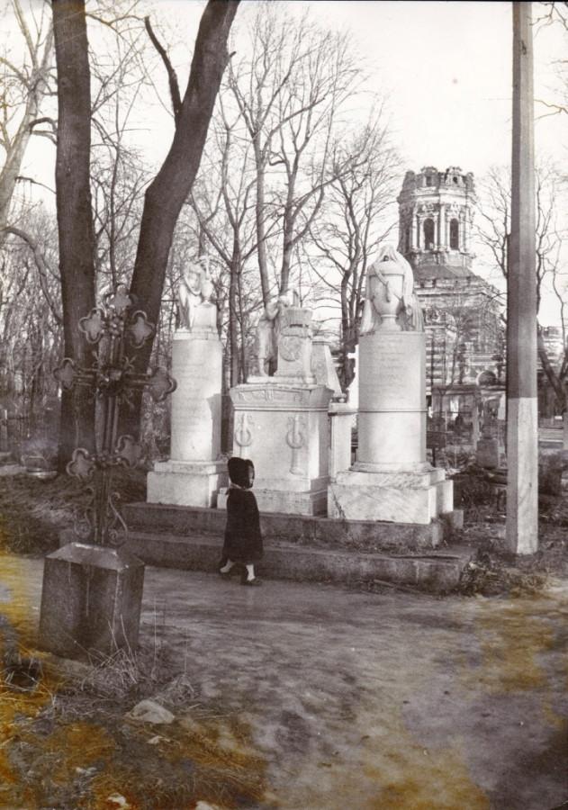 Дитя и кладбище