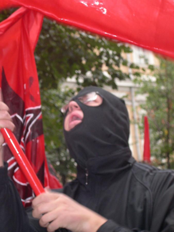 Красное знамя, черный колпак...