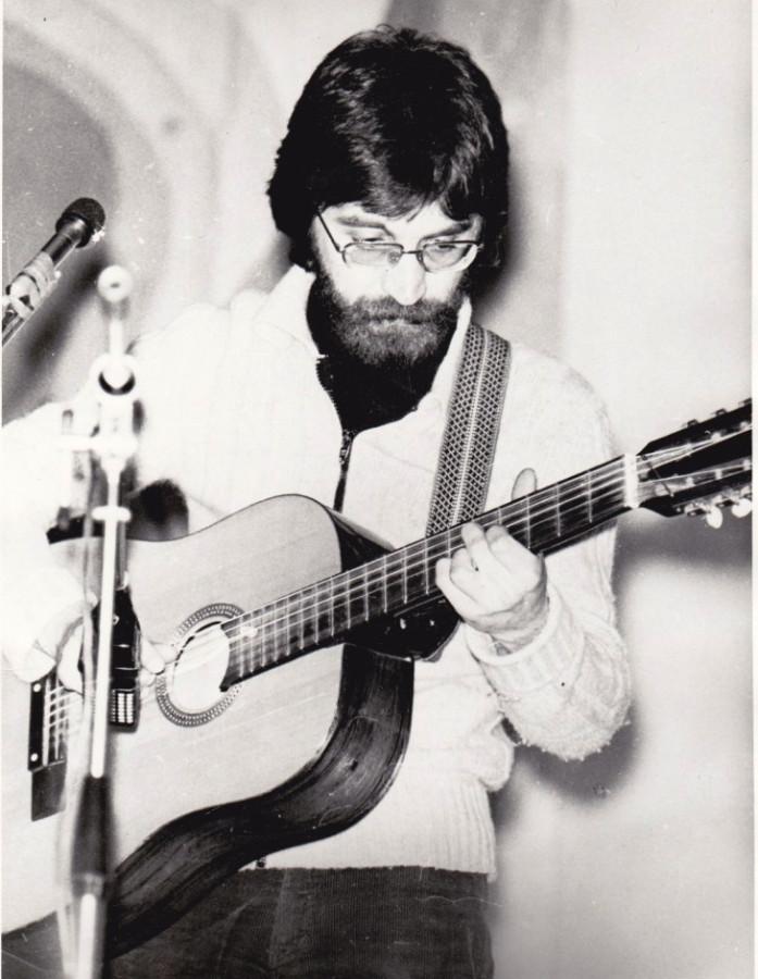 Юрий Шевчук с гитарой