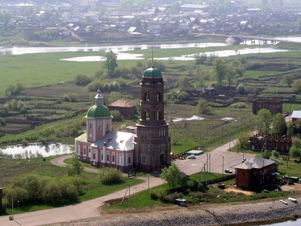 Вид на Никольский храм