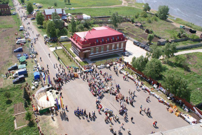 Вид на улицу Купеческую с колокольни