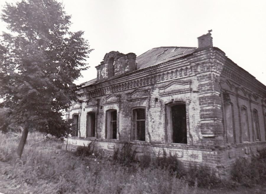 Когда-то здесь были добротные дома-крепости