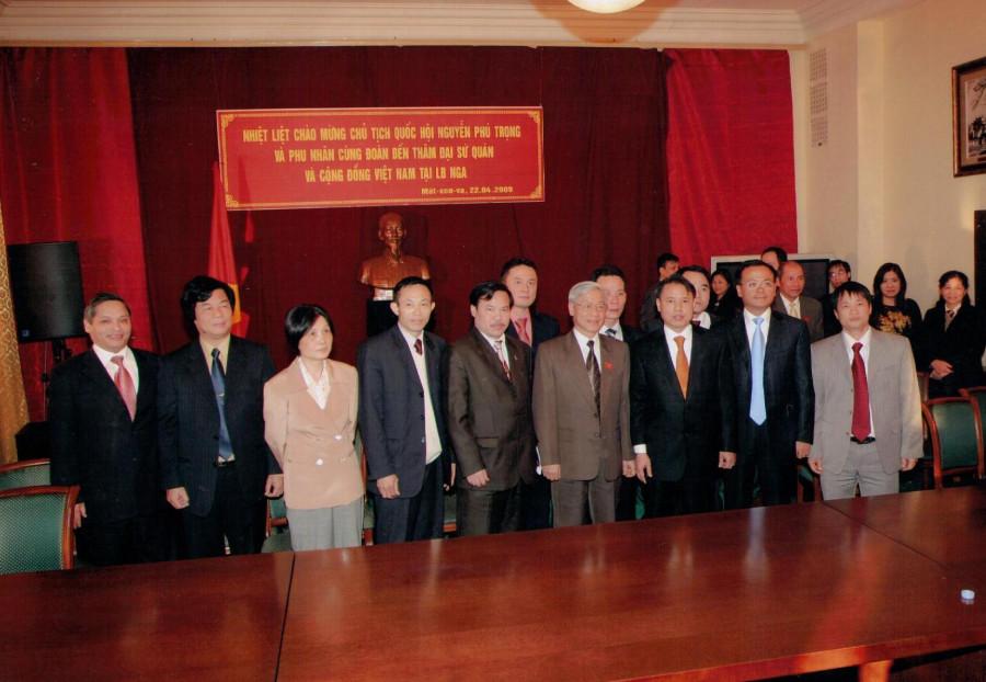 Доктор Тай с Председателем Национальной ассамблеи Вьетнама