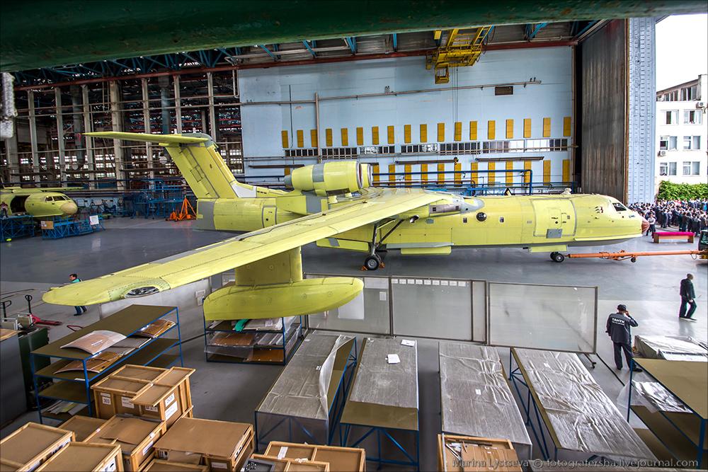 Сегодня впервые показали первый модернизированный Бе-200ЧС Be200 04