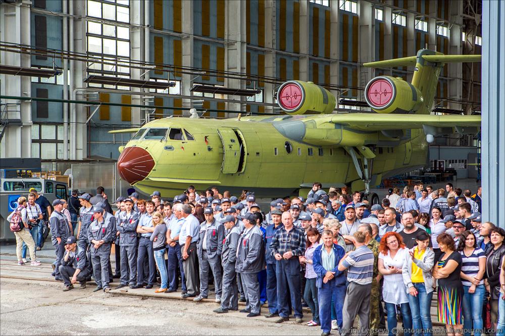 Сегодня впервые показали первый модернизированный Бе-200ЧС Be200 09