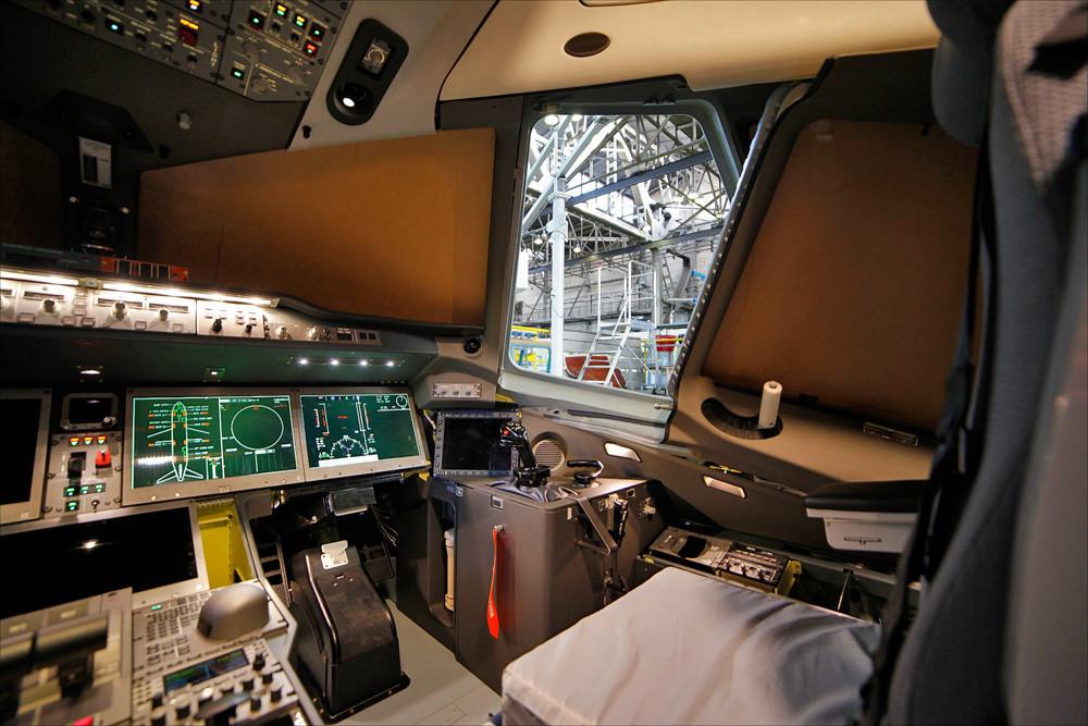 кабина самолета МС-21-300-0001 2