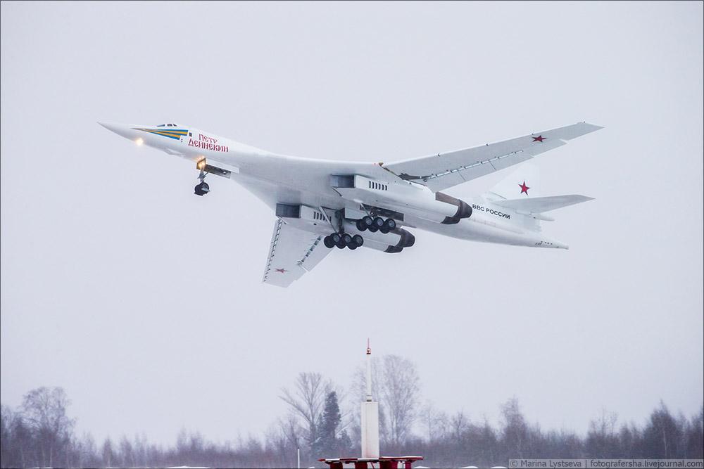 Bombardeiro russo Tu-160 modernizado realiza primeiro voo