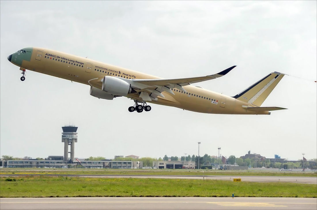 A350-900-ULR-Singapore-Airlines-take-off-