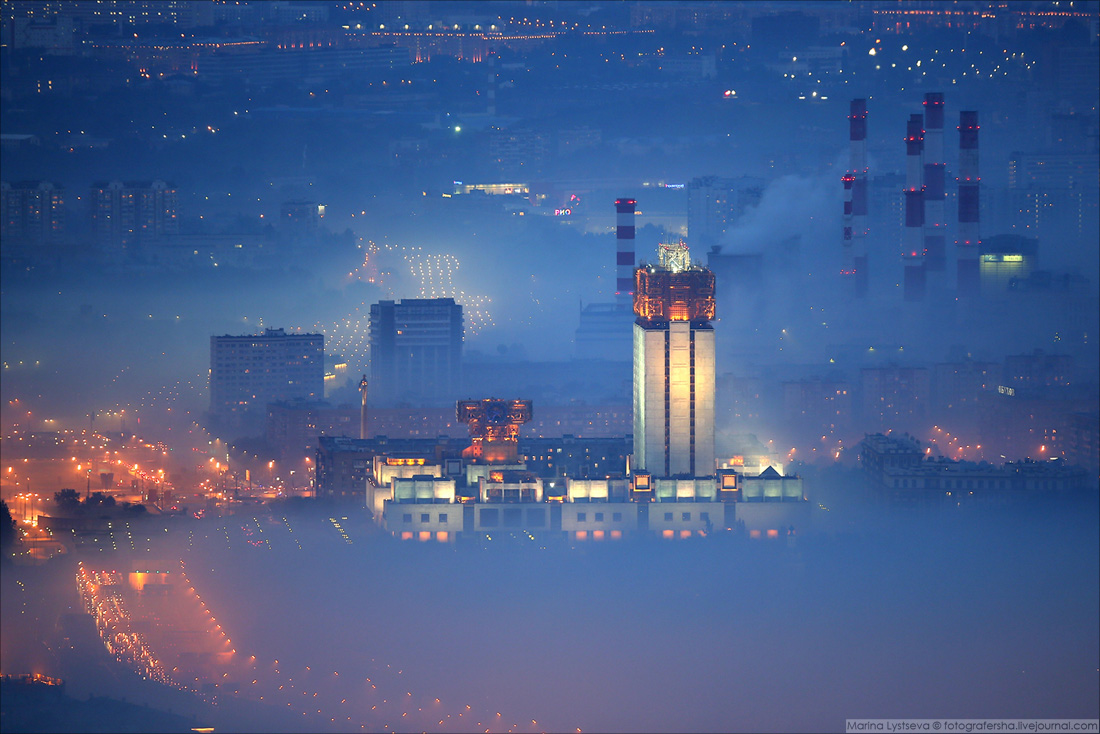 180715 Москва в дыму от финального салюта ЧМ по футболу в Лужниках