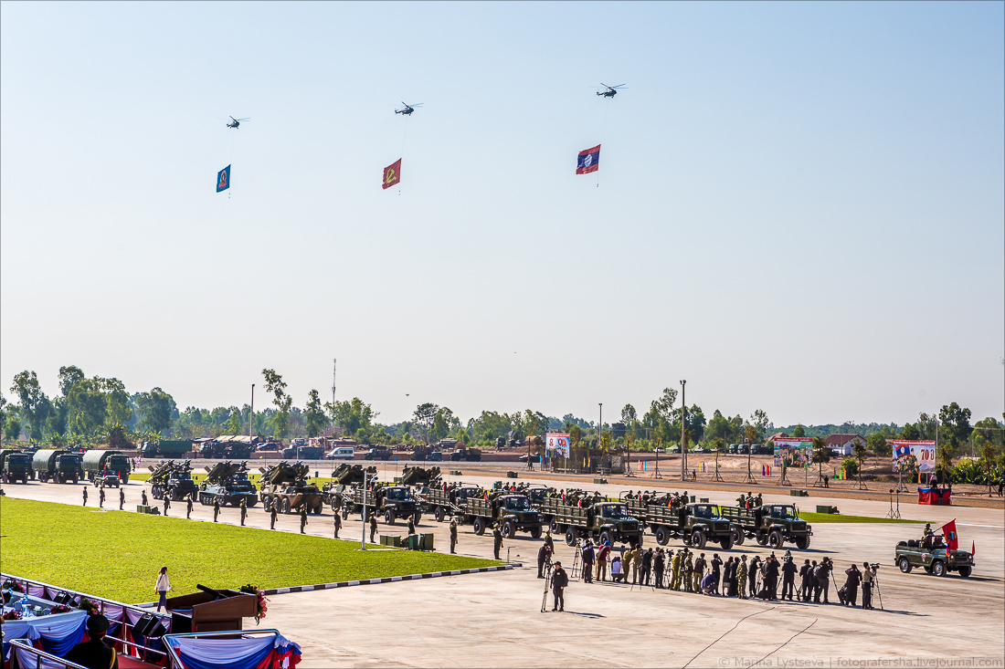 Парад в Лаосе в честь 70-летия со дня образования Народной армии Лаоса