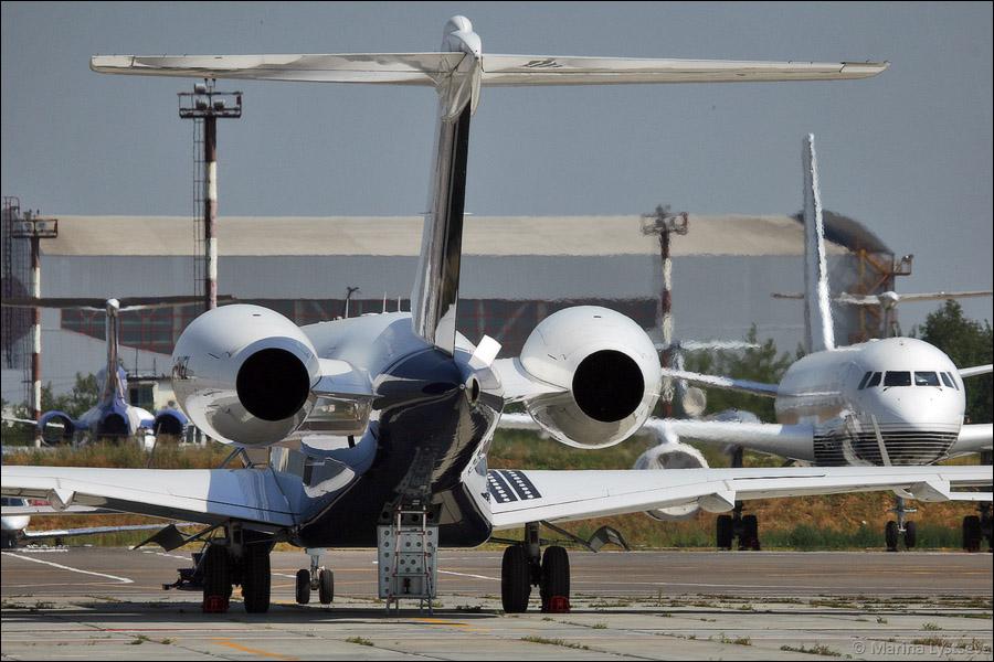 Bombardier Global 5000 G-PVEL