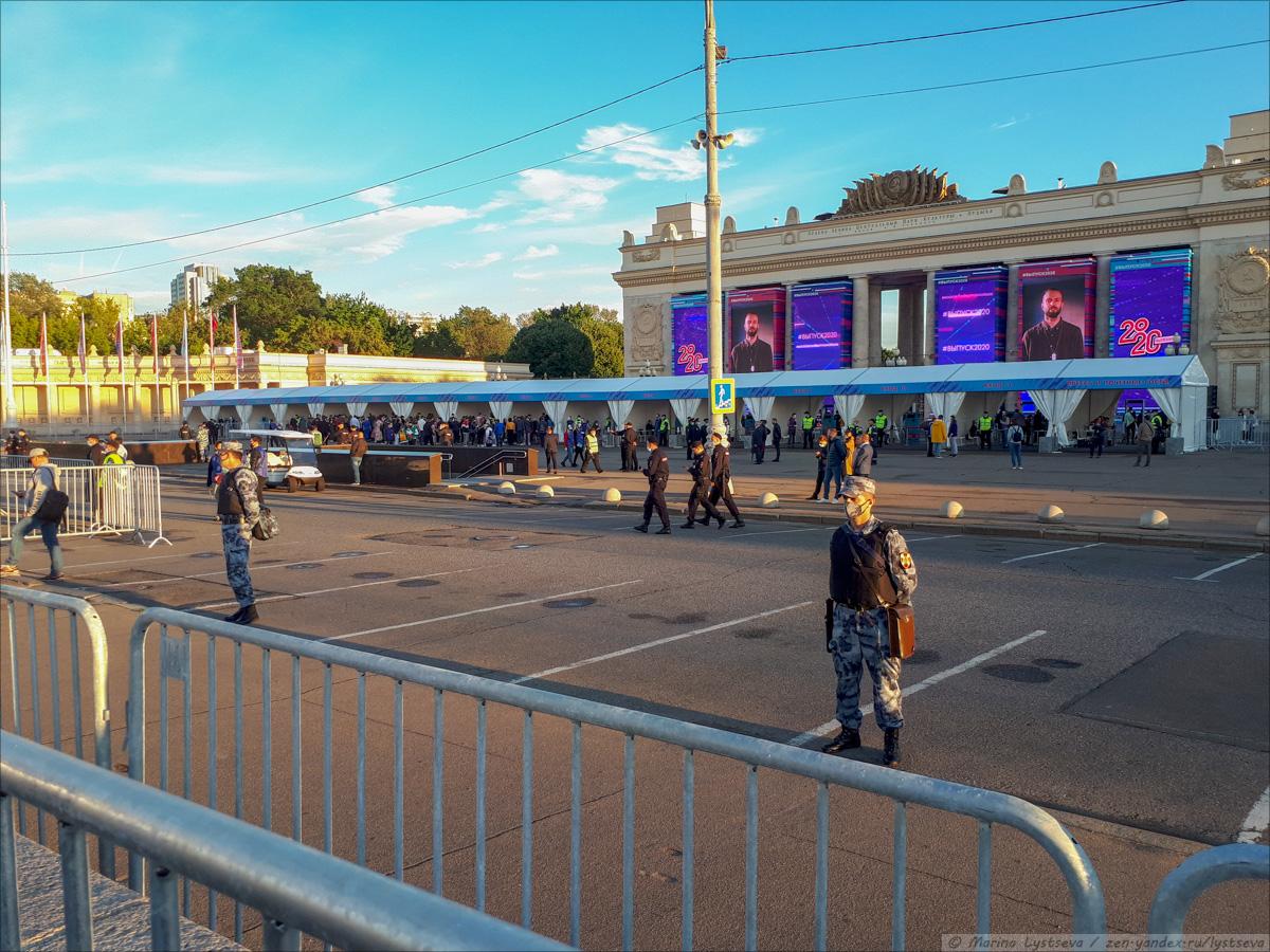 Как в парке культуры выпускникам-2020 концерт и салют давали 2020-07-24 20-03-50