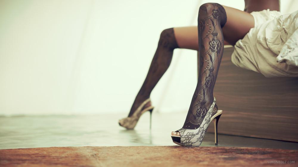 01-lingering-in-lingerie-simon-bolz
