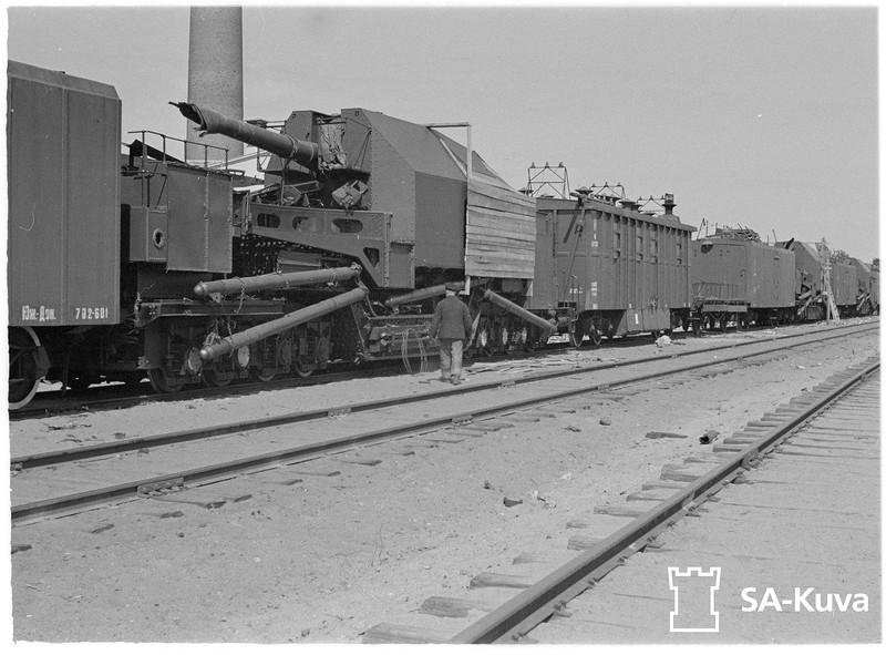 180-мм железнодорожная артиллерийская установка-транспортер ТМ-1-180
