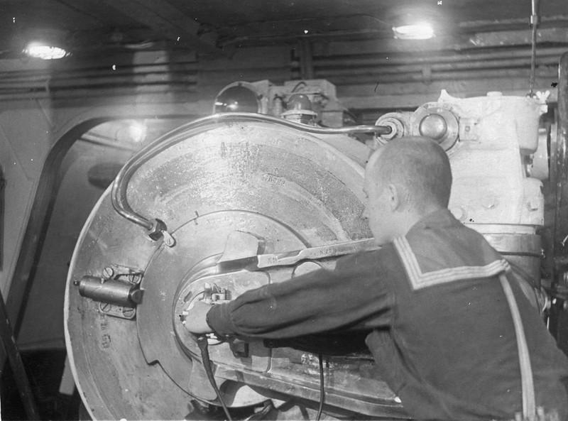 305-мм башенное орудие