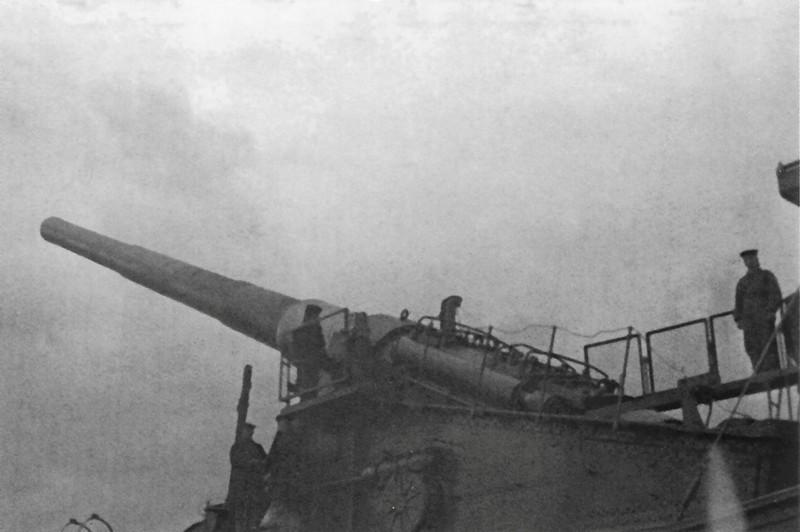Советская 305-мм железнодорожная артиллерийская установка ТМ-3-12 на позиции в Ленинградской области