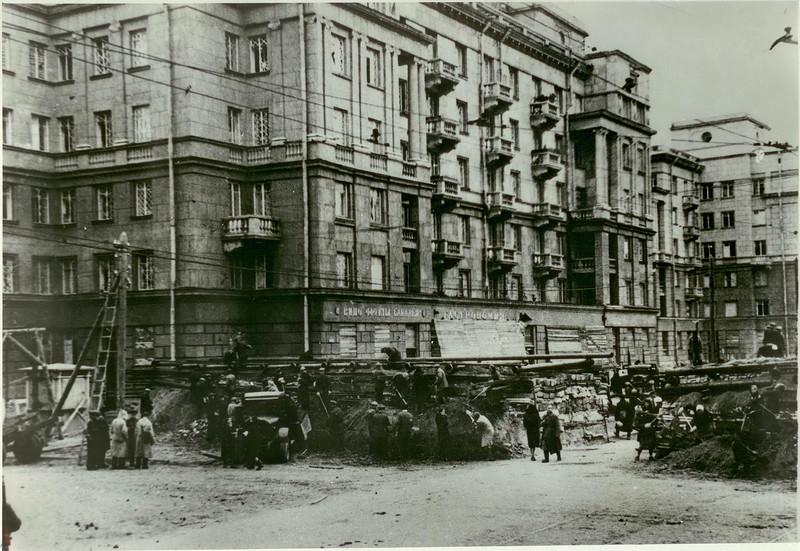 Строительство баррикады в Автово. Сентябрь 1941 г.