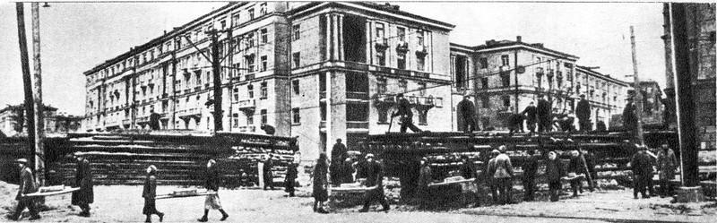 Строительство баррикад на проспекте Стачек