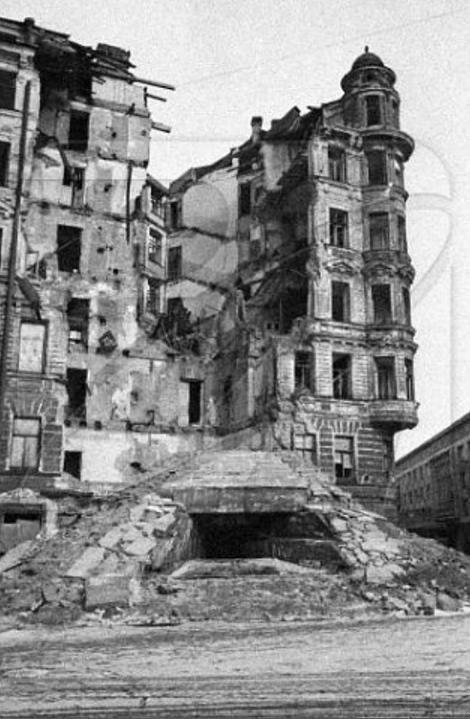 ДЗОТ на углу пр. Майорова и наб. р. Фонтанки. 3 октября 1941 г.