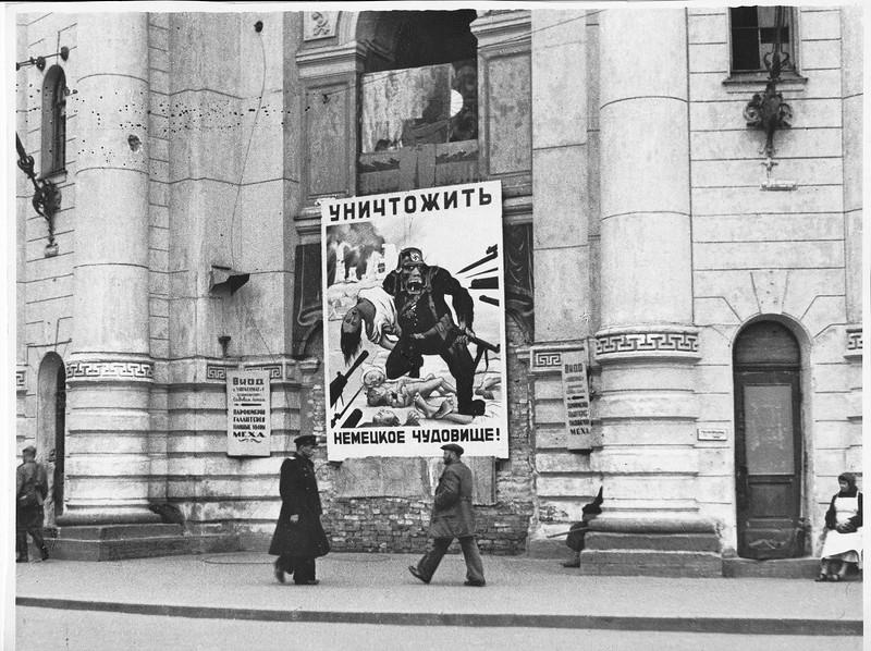 Блокадный Ленинград. Гостиный двор. 1943 год.