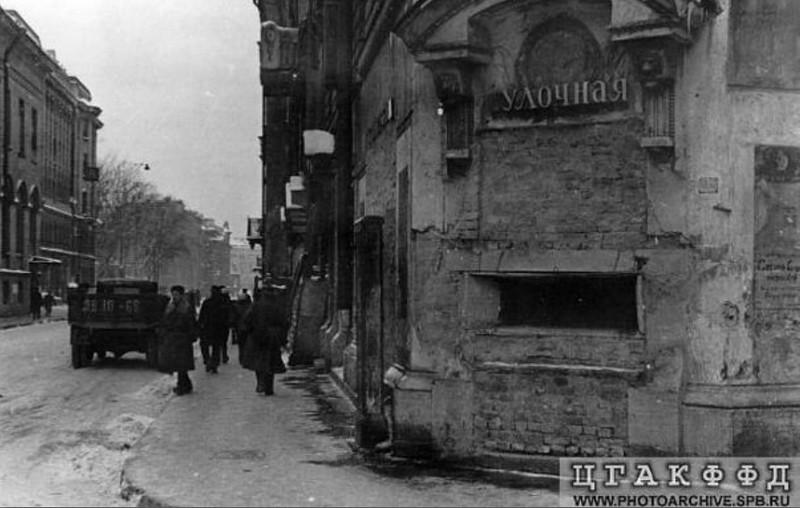 Амбразура в доме на углу Чернышёва переулка и улицы Рубинштейна