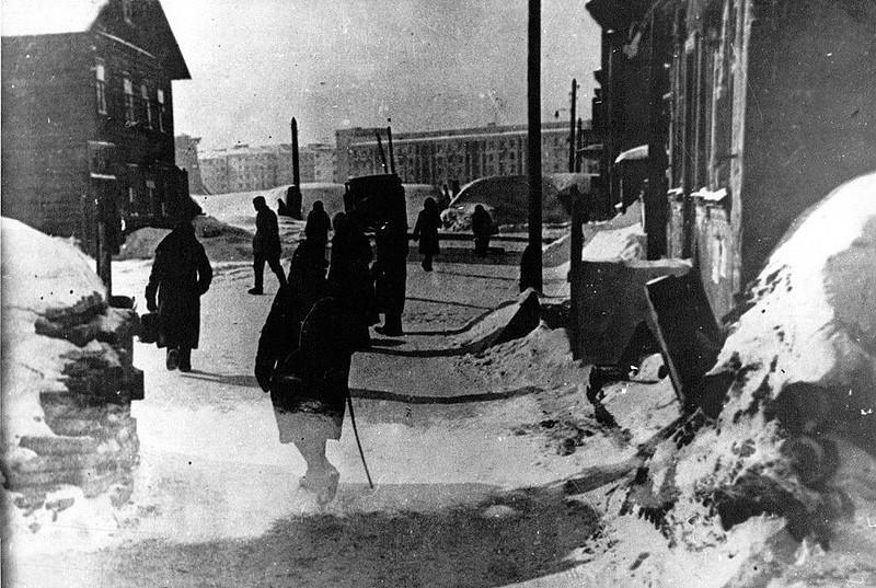 Кировская площадь в блокаду