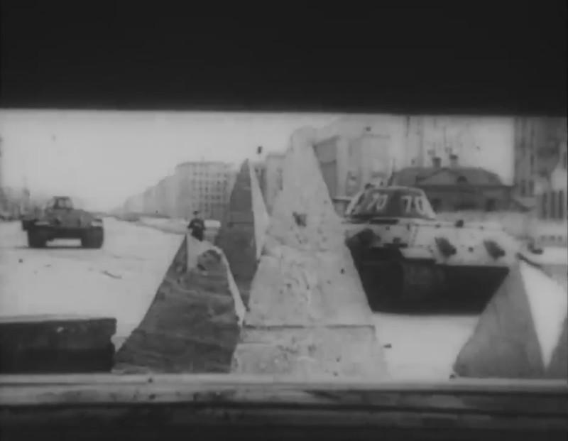 Экранированные Т-34 на Московском проспекте