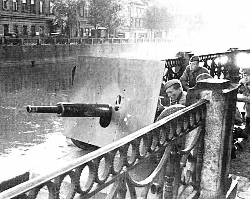 Занятия по отражению танковой атаки на улицах Ленинграда 1942