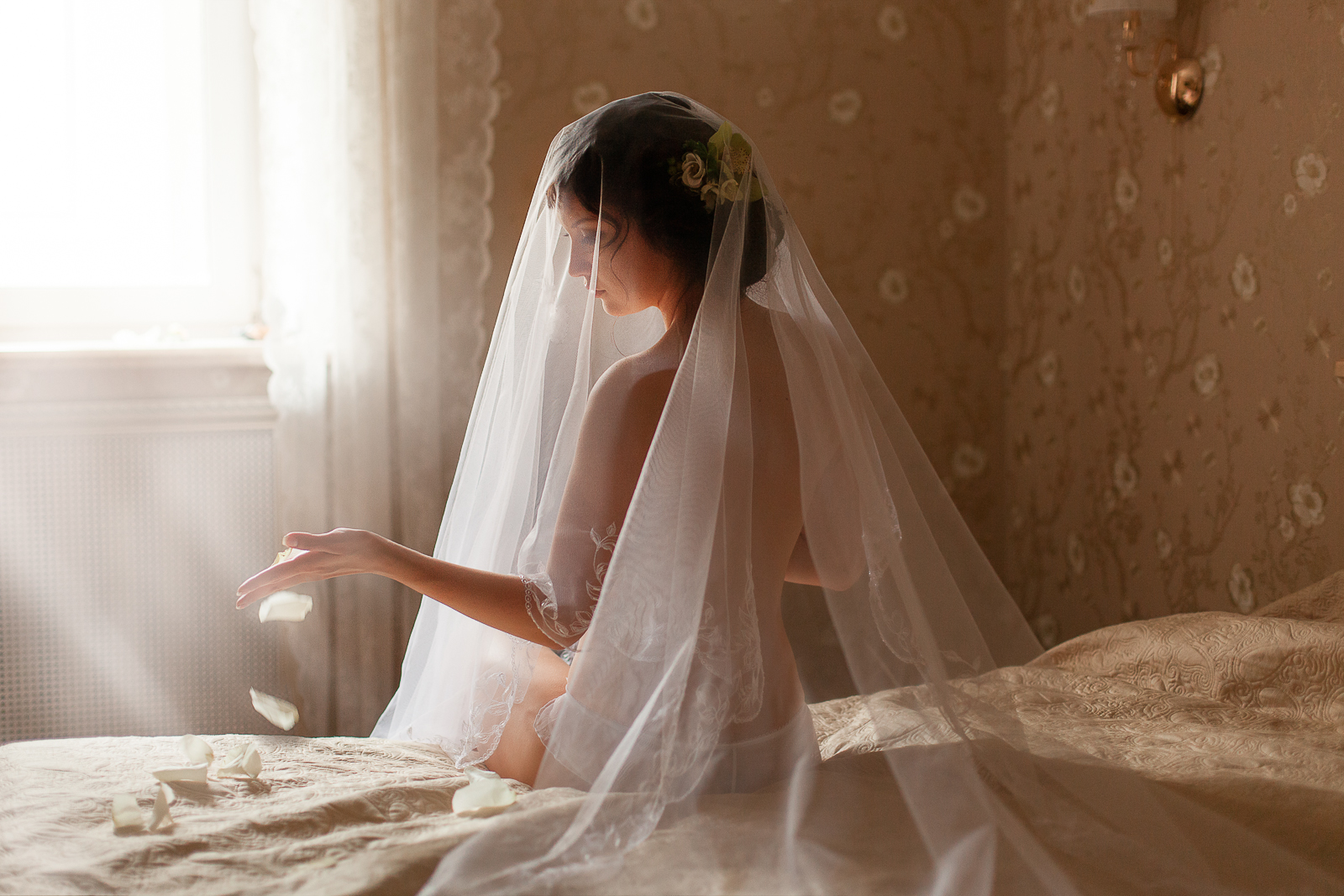 Фото невесты в спальне 5 фотография