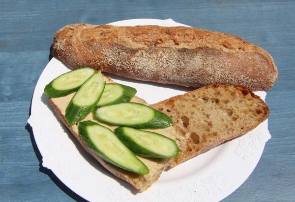 Бутерброд с огурцом