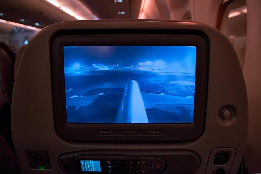 Самолет крутит схему захода,