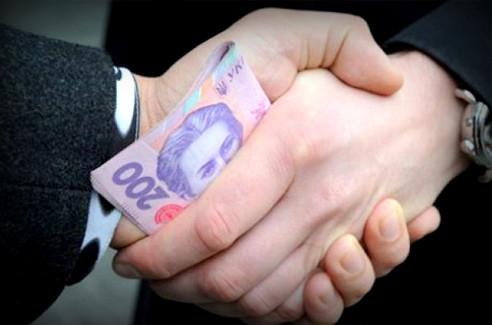 Коррупция на Украине: к кормушке пускают своих 49510_900