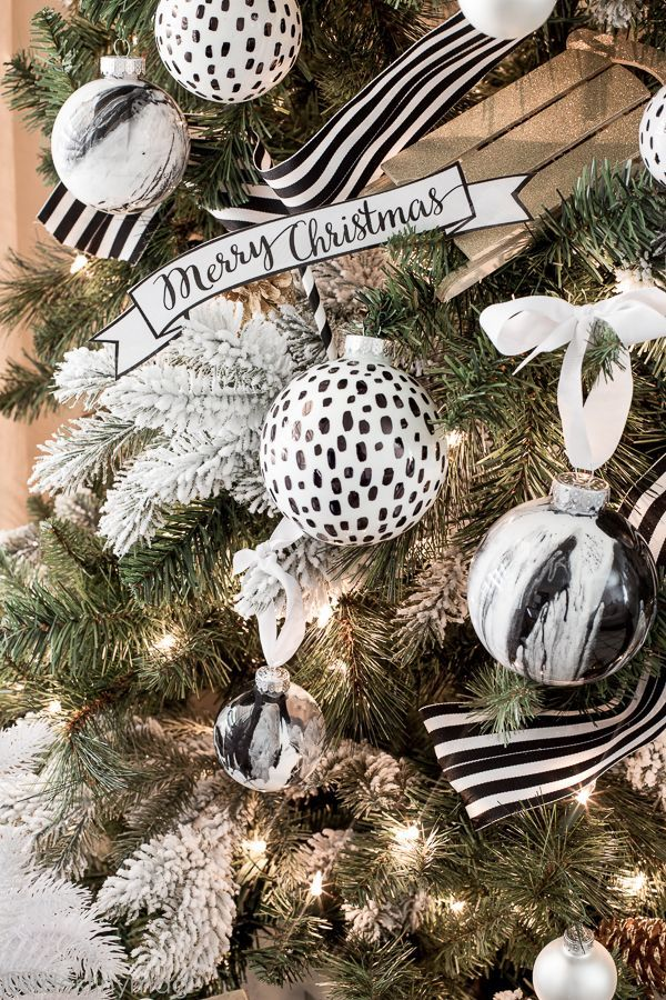 85fbce115c2f0796ee15285aaff3e5f8--black-white-and-gold-christmas-black-and-white-tree