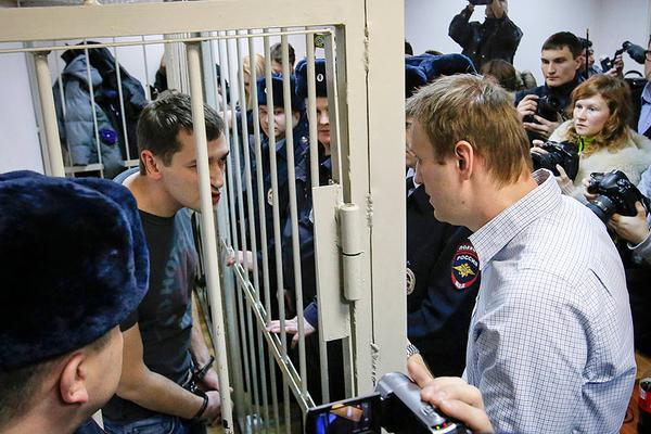 навальный кинул братца