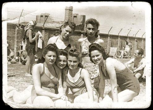 загорающие в варшавском гетто еврейки