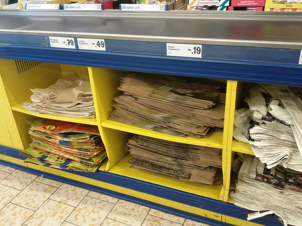 Пакеты на кассах в Европе