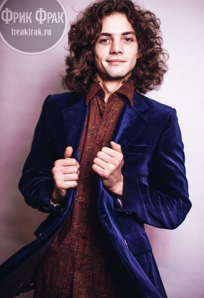 Рубашка и бархатный пиджак