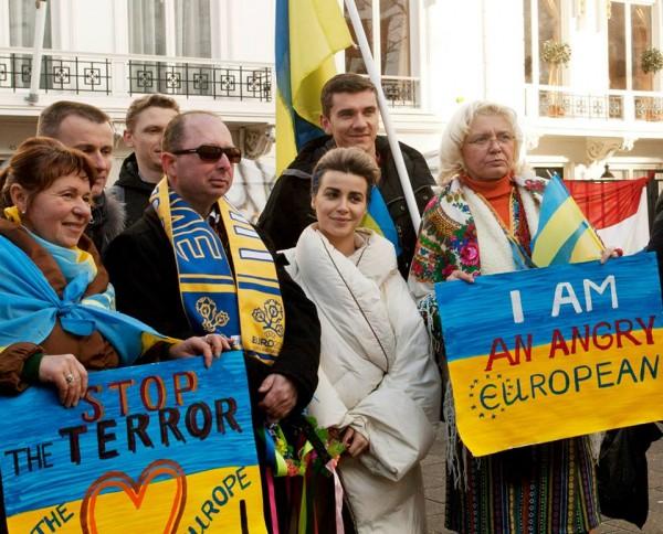 Виктория Кобленко на протесте в Гааге