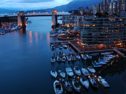 early-evening-shot-of-false-creek-and-the-burrard-bridge-in-vancouver_422_36562