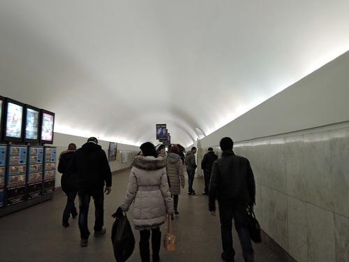 В переходе на станцию Площадь Революции