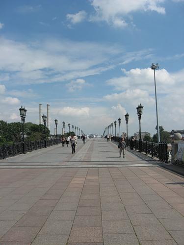 Пешеходный мост над Москва-рекой