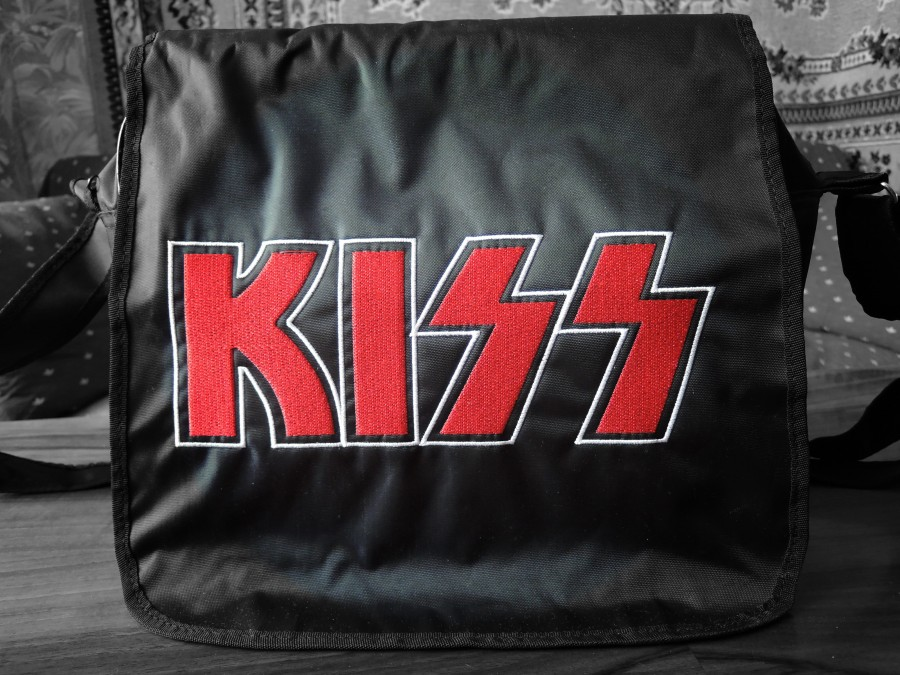 сумка KISS