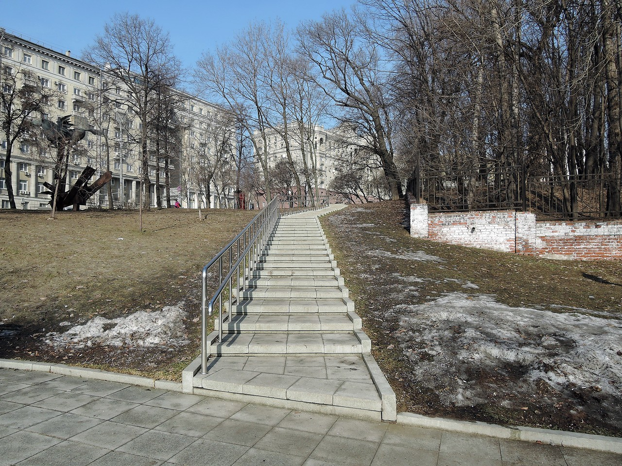 Сквер возле музея имени А.Д.Сахарова