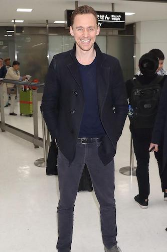 tom hiddleston narita airport.jpg