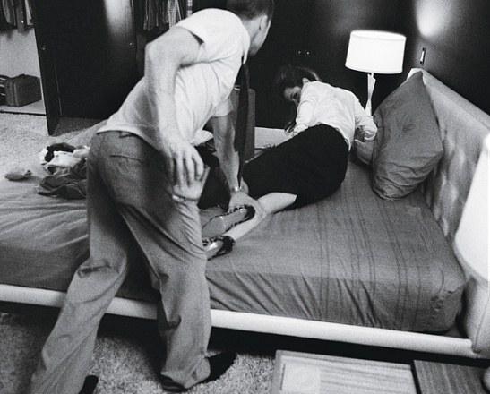 pitt jolie bed 4.jpg