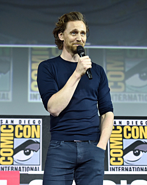 tom hiddleston blue2.jpg