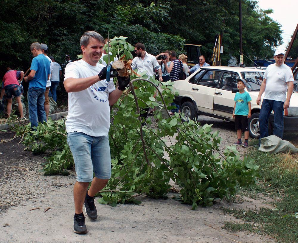 Таганрог субботник уборка ОНФ администрация города Андрей Лисицкий Михаил Попов